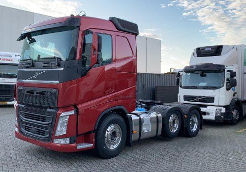 Volvo FH net afgeleverd bij de dealer